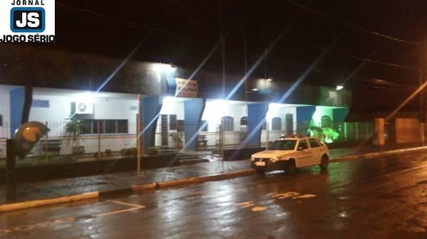 Rapaz acaba de ser assaltado em Guaxupé
